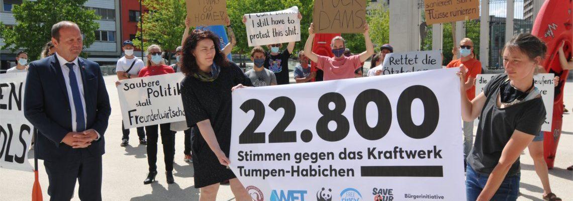 Petitionsübergabe KW Tumpen-Habichen